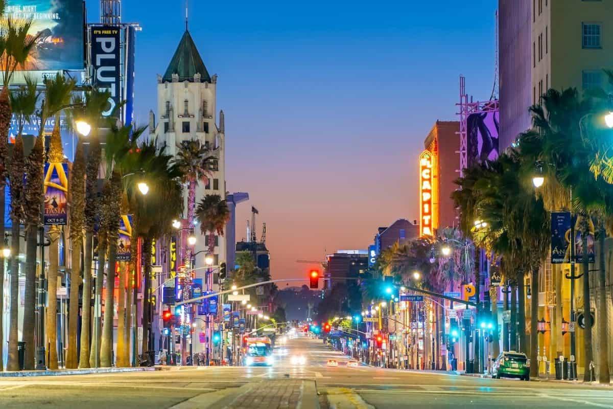 landmarks to visit hollywood walk of fame